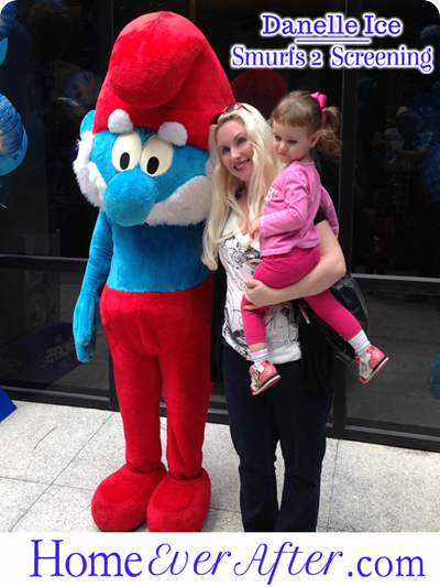 11 Smurfs 2 Danelle Ice with Papa Smurf